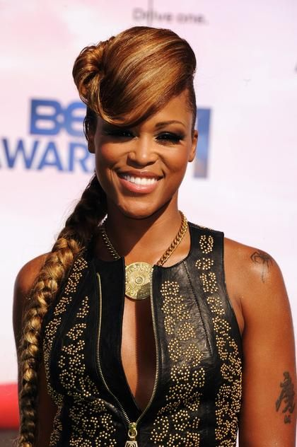 Rapper/actress Eve wears a flipped bang and braid combo at the BET ...