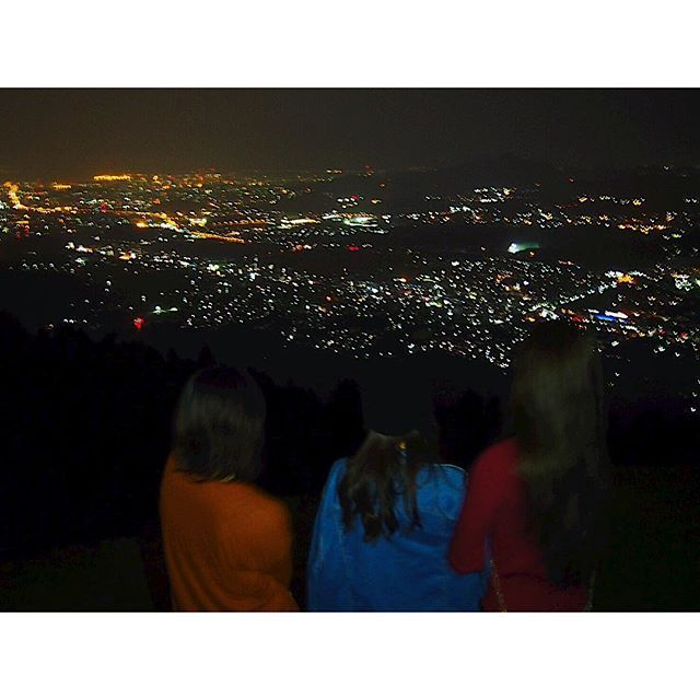 Instagram【makinsta1124】さんの写真をピンしています。 《福岡の夜景初🤔💕 福岡の夜景全制覇目標💪🏻 #学生に戻った気分#夜景#福岡夜景#一眼レフ#綺麗#寒すぎて震えてうちだけブレブレ#パンツ事件》
