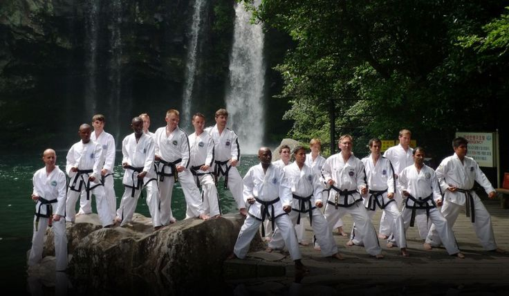 Periodized Training for Taekwondo Fighters – Periodization is an important tool for many sports and martial arts instructors and trainers. In simple terms 'periodized training' means that the training program has been split into smaller parts with the purpose of making training more efficient and allowing for a better use of time. I use periodization when I organize the training sessions I conduct. My strategy for periodizing taekwondo training is to divide... ...코리아바카라