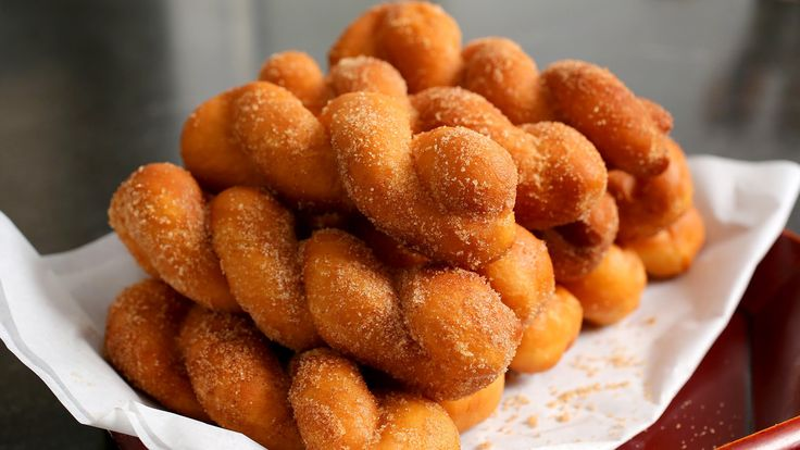Twisted Korean doughnuts (Kkwabaegi: 꽈배기)