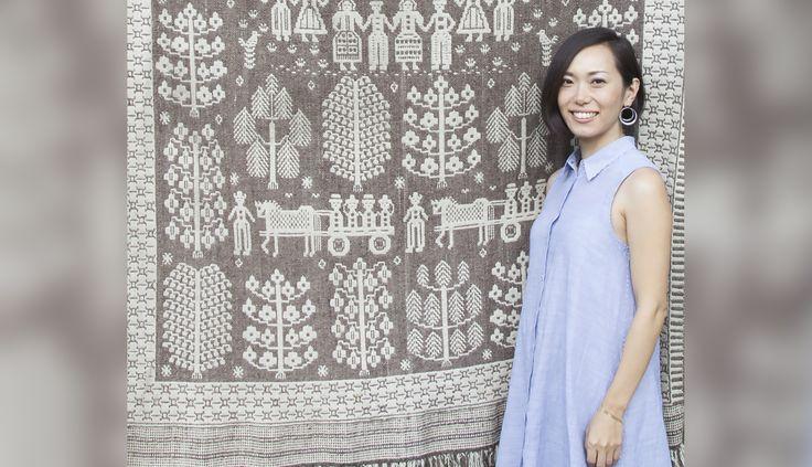 Więcej niż sześćdziesiąt procent rękodzieła polskich tkaczek trafia dziś do japońskich domów. To zasługa Izumi Fujity, 33-letniej Japonki, która mieszka w Polsce od 9 lat i uważa, że najcenniejszym polskim towarem eksportowym jest rodzima wieś.