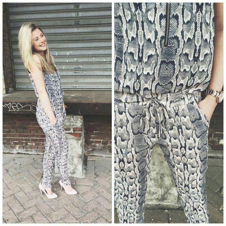 Slangenprint broek en top, te dragen als jumpsuit. #Lot7 lente 2015 #fashion.