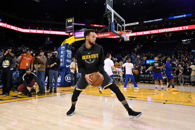 Golden State Warriors' Stephen Curry (30) warms up before the start of their NBA game at the Oracle Arena in Oakland, Calif., on Saturday, Dec. 30, 2017. Curry returns to the floor tonight after sustaining an ankle injury on Dec. 4th. (Jose Carlos Fajardo/Bay Area News Group)