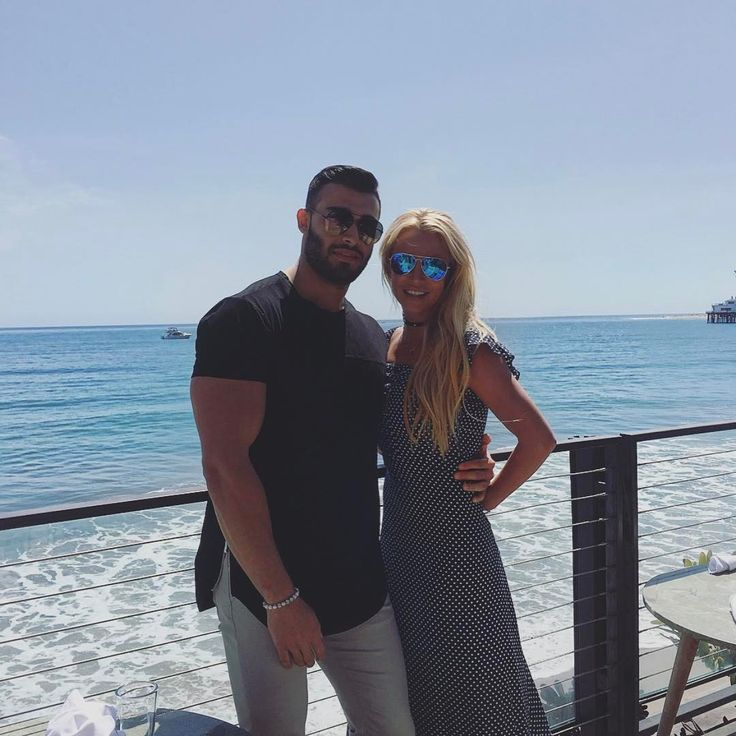 Britney Spears boyfriend Sam Asghari frolic in pool