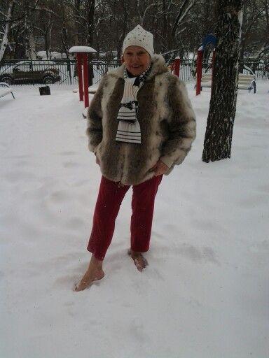 Босиком по снегу!  Я такая!