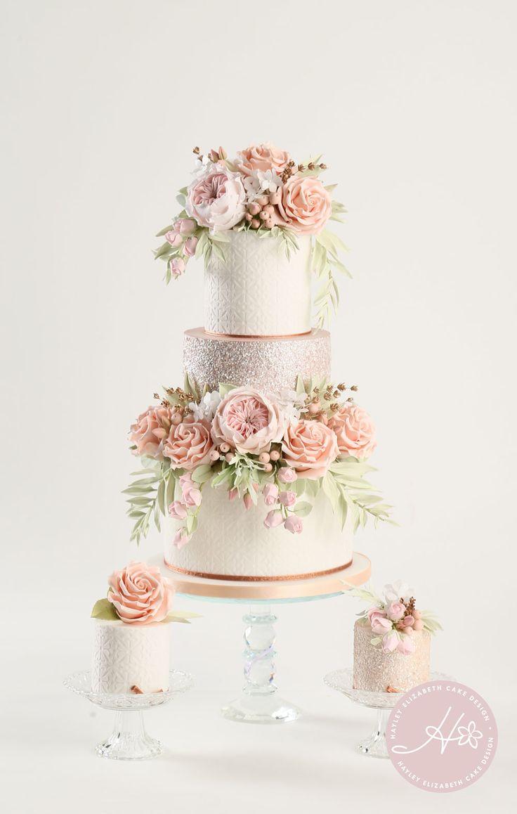 Luxus-Hochzeitstorte von Hayley Elizabeth Cake Design, Zuckerblumen-Pfingstrosen, fol …   – ideas