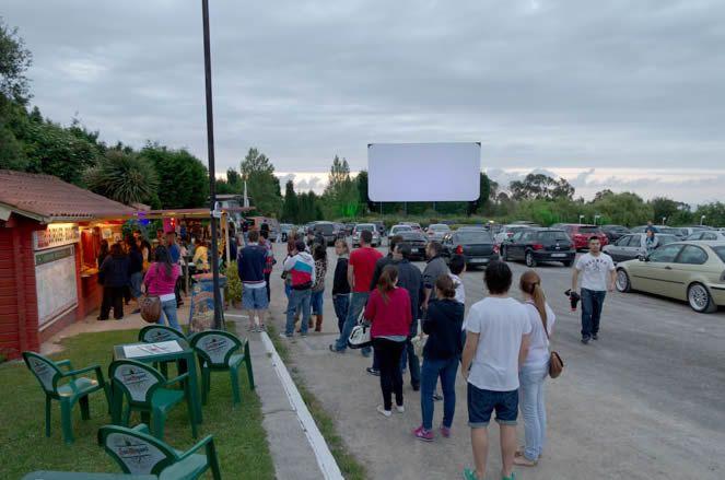Disfruta de una película al aire libre en Gijón