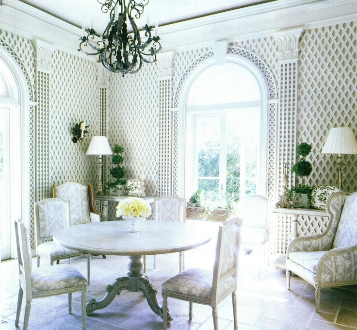 Palm Beach breakfast room by designer Carolyn Malone and architects Norman Askins and Bill Litchfield (photo courtesy of Southern Accents)