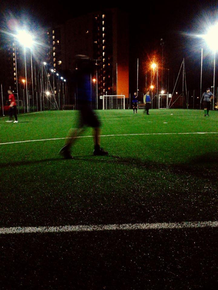 """""""She Plays: Love Soccer, Hate Sexism"""". 4° riScatto urbano di @Detta Lalla. Saranno conteggiati i """"mi piace"""" al seguente post: https://www.facebook.com/photo.php?fbid=10201948447655426=o.170517139668080=3"""
