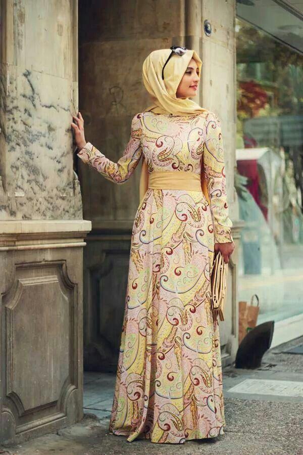 Jos Huivi häiritsee niin kuvitelkaa se pois kokonaisuudesta. Omia silmiäni hivelee tämä mekko. Sen akngas on tosi nätti <3 Ja taas kerran: värit! <3 <3