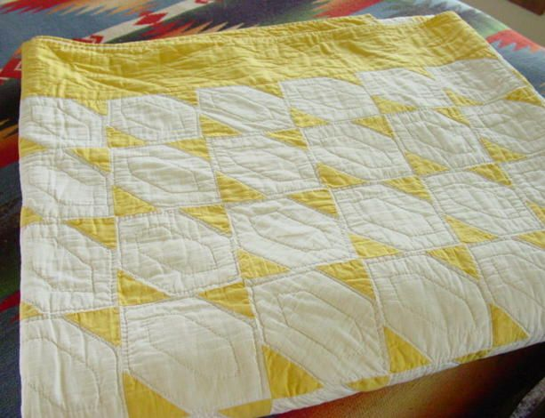 Yellow and White Exquisite pattern quilt from the 1930's. Flying Farfalle. #vintagequilts