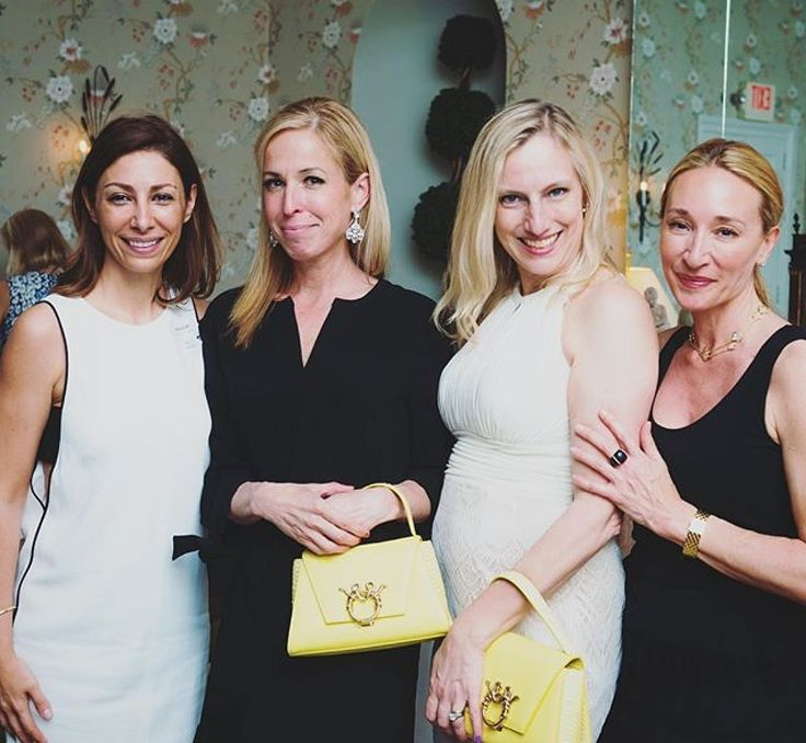 Thank you Susan @dwightschool for the lovely photo. Such an enjoyable cocktail! 💛 #beautiful #GioiaMedia #magri_handbags #magri #MaasaiCollection #ss2016 #CraftedinFlorence #ItalianStyle #TimelessElegance #Sophisticated #MadeInItaly #ItalianCraftmanship #ItalianGlamour #LuxuryHandbags #Handbags #PowerBags www.magri.com