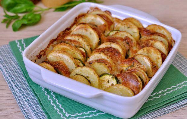 Gratiné aux pommes de terre et courgettes Weight Watchers, un gratin léger, sans béchamel, facile à réaliser pour un déjeuner ou un repas du soir.