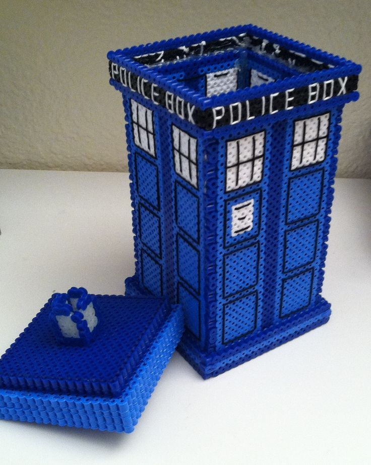 Perler bead TARDIS box tutorial...I think I know what my next big project will be!(;