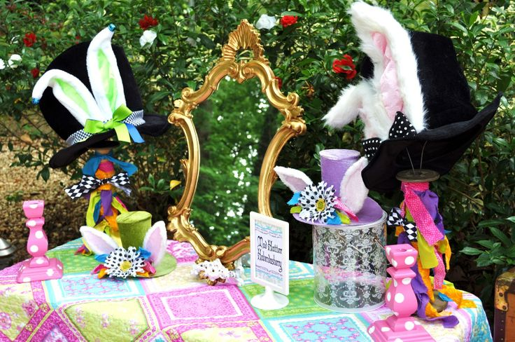 Alice in wonderland party decorations love the hats for Mad hatter party props