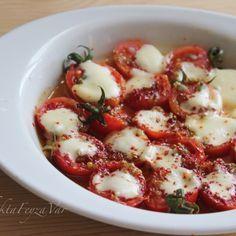 Özellikle Pazar kahvaltıları için, lezzetli, şık ve pratik bir tarif.Orjinal tarif Ev Cini'nde. Malzemeler: 6-7 adet kiraz domates ...