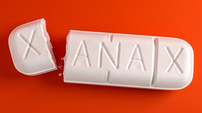 A Xanax nevű szer a benzodiazepinek csoportjába tartozik, általában szorongásos betegségek, pánikbetegség és depresszió okozta szorongás kezelésére alkalmazzák...