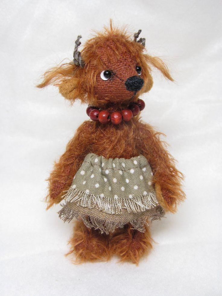 """,,Jarmilka"""" Mohérový medvídek, celokloubový,plněný dutým vláknem.Sleněné očička a měří necelých 11 cm."""