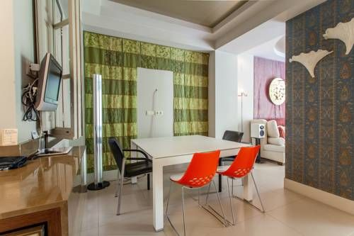 Apartment Ruzafa Ensanche Valencia Situated 1.4 km from City of Arts & Sciences and 1.8 km from Barrio del Carmen, Apartment Ruzafa Ensanche offers accommodation in Valencia. The apartment is 2 km from Oceanografic. Free WiFi is provided throughout the property.