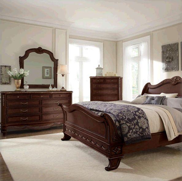 Кровать серии Empire Henna выполнена в классическом стиле, декорирована уникальной резьбой ручной работы.  Данная модель представлена в размере King.               Материал: Дерево.              Бренд: Schnadig.              Стили: Классика и неоклассика.              Цвета: Коричневый.