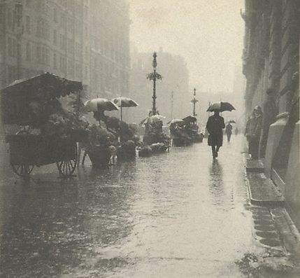 An image of Martin Place, wet day by Harold Cazneaux