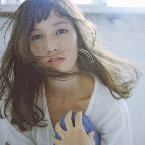 実は日本人に似合う前髪だった。失敗なし!大人可愛い'眉上バング'の作り方