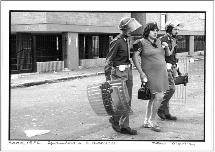 Una foto di Tano D'Amico, anno 1974. Sgombero di case occupate nel quartiere San Basilio a Roma, una donna incinta portata via da due polizi...