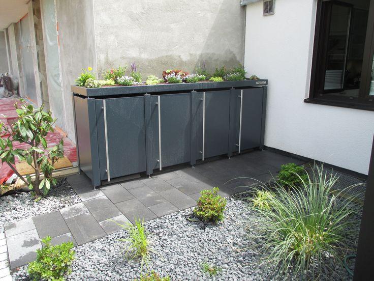 4 er Mülltonnenbox antharzit mit türhohen Edelstahlgriffen , perfekt intergriert in den Vorgarten