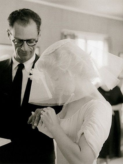 Marilyn Monroe and Arthur Miller : A wedding dress that has made history.