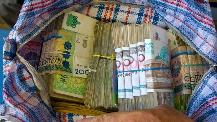 The black market for the Uzbek som is enormous // BBC - Travel - The Silk Road that no one sees