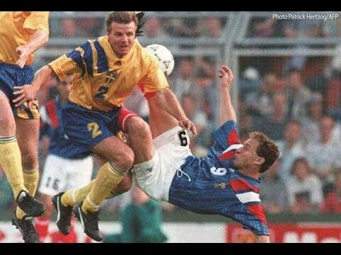 Sweden 1 France 1 in 1992 in Solna. Roland Nilsson does enough to put off Jean-Pierre Papin from shooting cleanly in Group A at Euro '92.