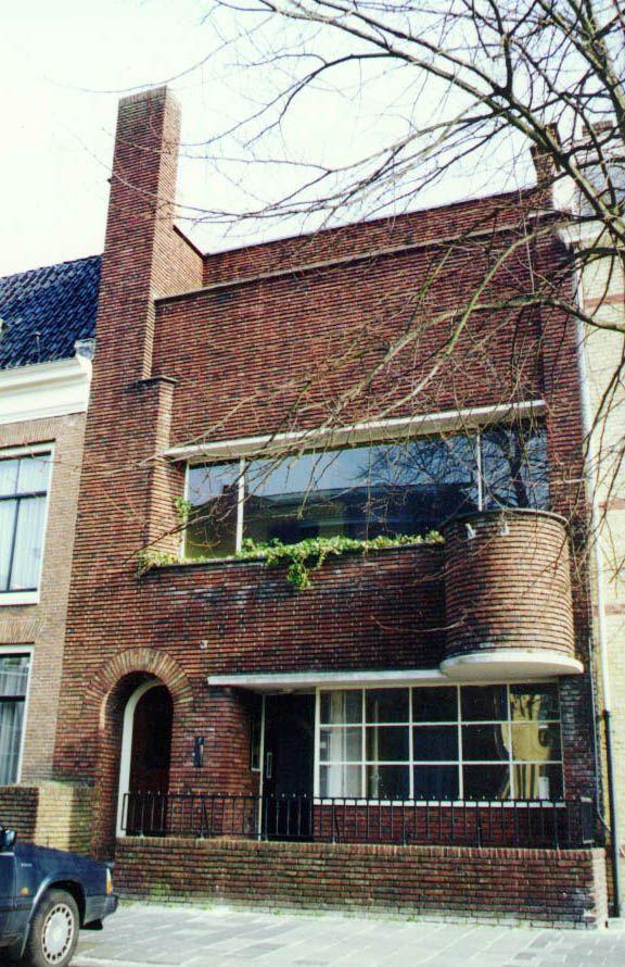 Amsterdamse School. Woonhuis van architect: Piet de Vries - Leeuwarden aan de Druifstreek.