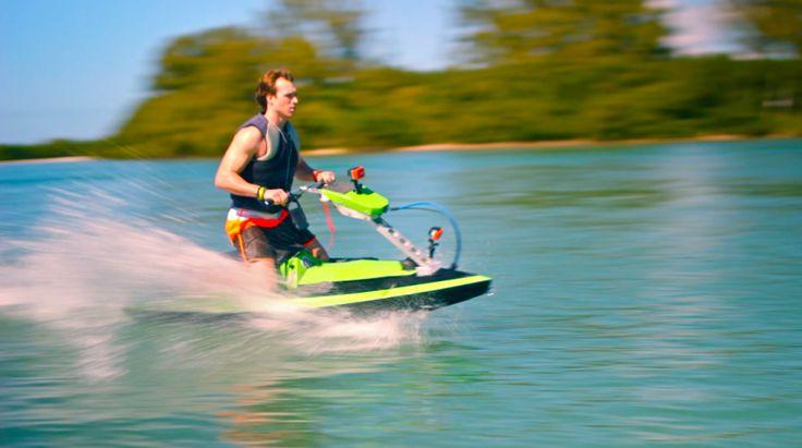 Модульный гидроцикл BomBoard Водный мотоцикл BomBoard, созданный американским предпринимателем Джоном Вестом, предназначен для широкой аудитории. Основными лозунгами новинки являются доступность, портативность и модульный дизайн...