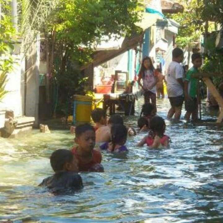 BANJIR ROB. di wilayah utara. Surabaya.