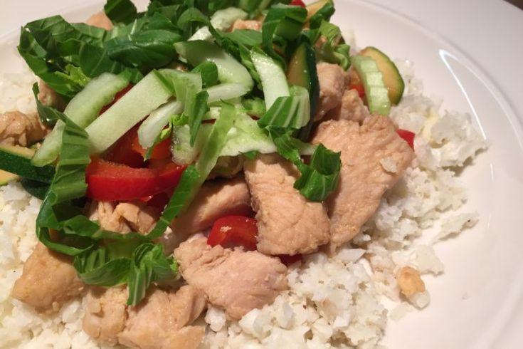 Krůtí maso se zeleninou na květákové rýži