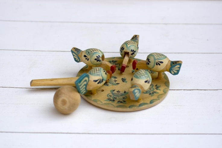 Vintage Wooden Toy - Hens Chickens Pecking Board/ My grandmother had this........we all had so much fun with it!