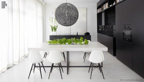 Moving to the dining area and kitchen, we can get a real sense of the modern, sleek design style with lots of black and white features.