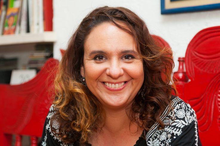 """""""El periodismo es una apuesta por la vida. Mientras hay periodismo hay esperanza, mientras exista el periodismo se abre paso la vida"""".  Discurso de Marcela Turati al recibir el Reconocimiento a la Excelencia del #PremioGGM: http://www.fnpi.org/premioggm/"""