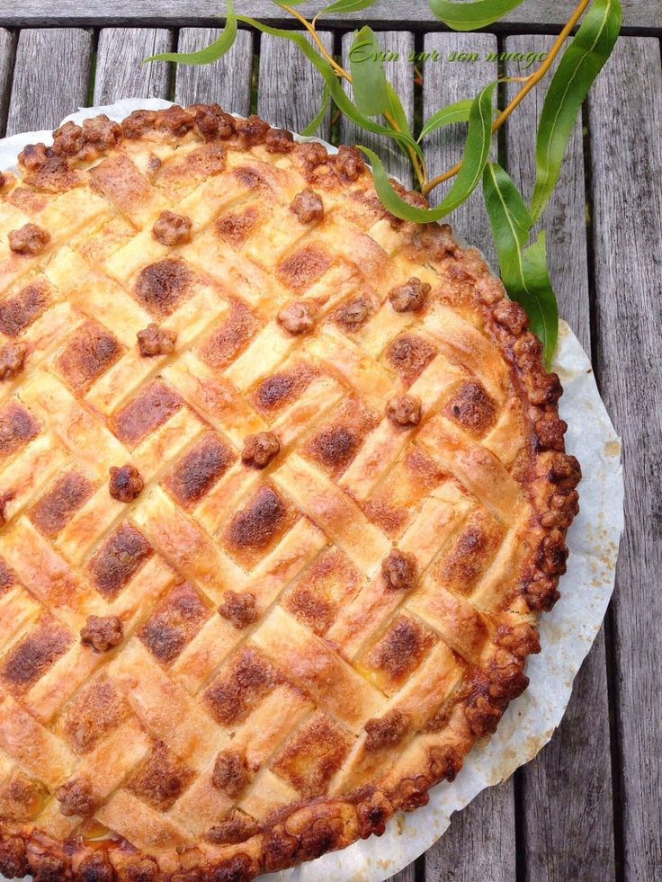 Try this lattice pie with a creamy and fruity insert. Recipe on my FB page ☁️☁️☁️