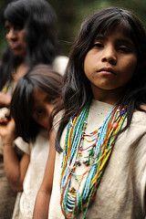 familia del mamo 2 (allankassin) Tags: city family portrait children lost necklace costume colombia princess native ciudad jewelry sierra jewels indigenous indigena joyas kogi kogui