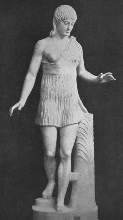 A Heraria spartan woman and a sculpture for a victress around 460 BC Vatican Museum, description of this type of sculptures by Pausanias in 5.16.3