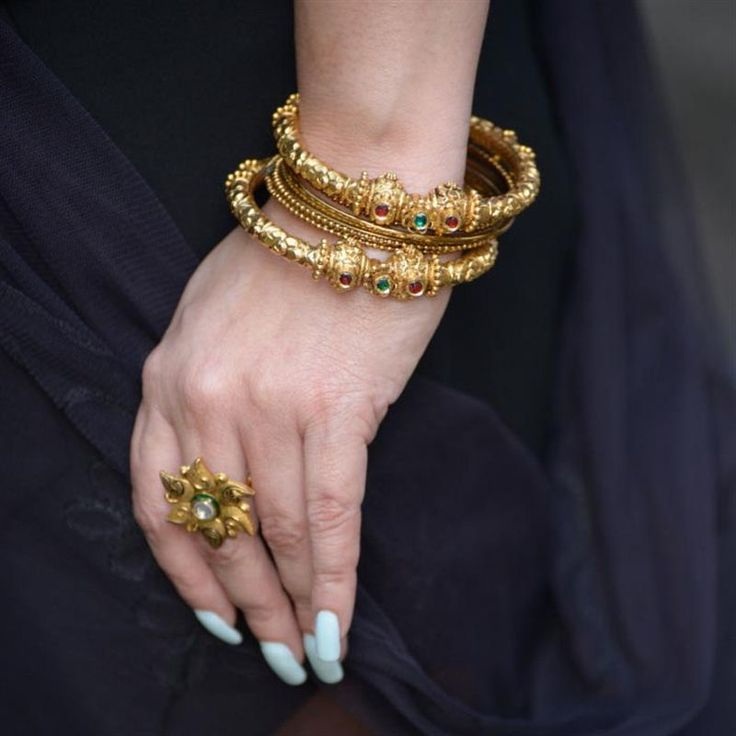 Dress up and get ready for the Indian festive season with Fashion U Feel in her latest blog post featuring jewellery from Waman Hari Pethe. #LoveGold
