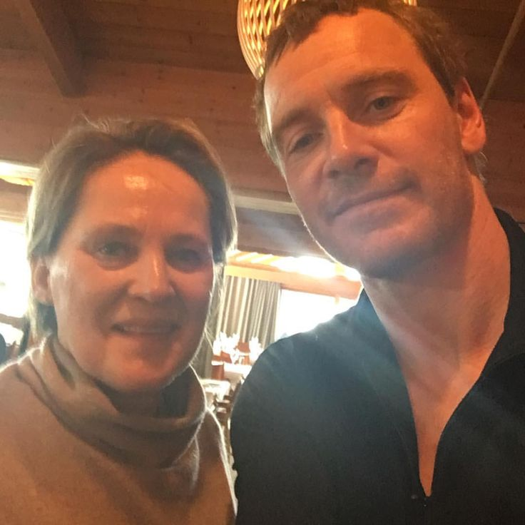 PHOTO♢New fan pic from The Snowman set.