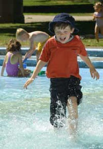 Wading pools and splash/spray pads in London...a great way to stay cool with your kids this summer!