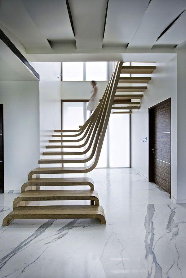 Als je de trap in je huis wat gewoontjes vindt, doe je er goed aan om even contact op te nemen met de ontwerpers van Arquitectura en Movimiento Workshop.