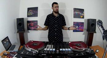 Turntablistul roman care a realizat o sesiune video pentru DJcity