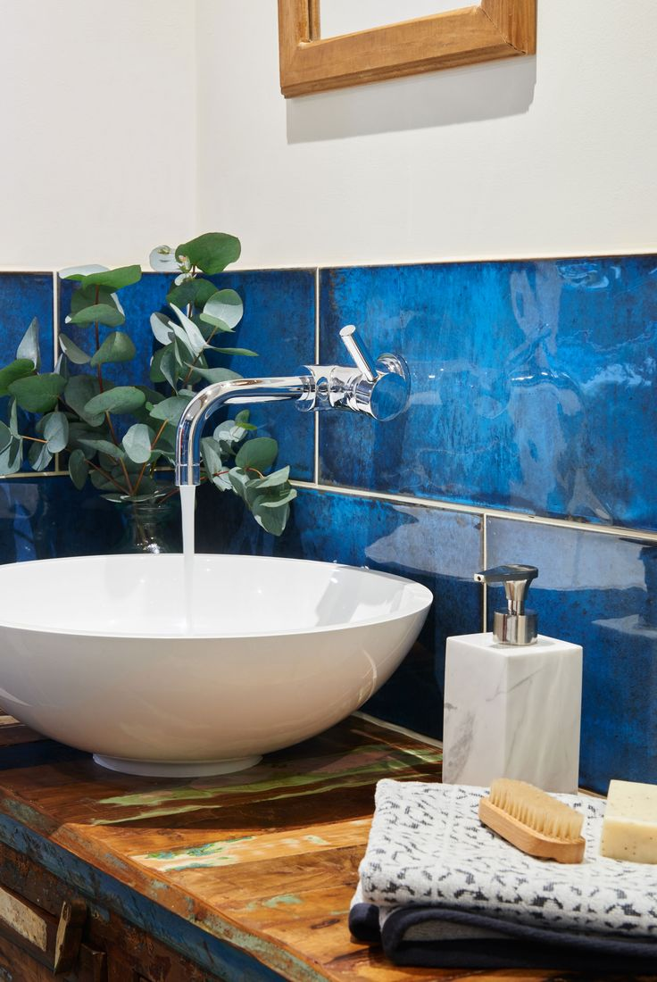 Blue bathroom designs - Give Your Walls The The Wow Factor With Intense Blue And Glossy Finish Of Montblanc Blue