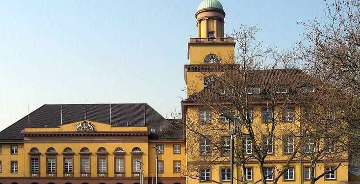 Witten (Nordrhein-Westfalen): Die Stadt Witten liegt im Südosten des Ruhrgebietes im Land Nordrhein-Westfalen und ist eine Große kreisangehörige Stadt des Ennepe-Ruhr-Kreises im Regierungsbezirk Arnsberg.  Bis 1974 war Witten eine kreisfreie Stadt. Im Zuge der Neugliederung 1975 wurde sie in den Ennepe-Ruhr-Kreis eingegliedert, dessen größte Stadt sie heute ist. Gleichzeitig erreichte sie den Status einer Großstadt, den sie bis Anfang 2007 beibehielt.