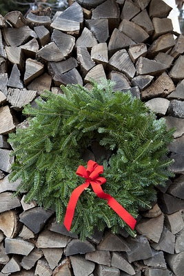 love the colors and texture of the wreath and wood