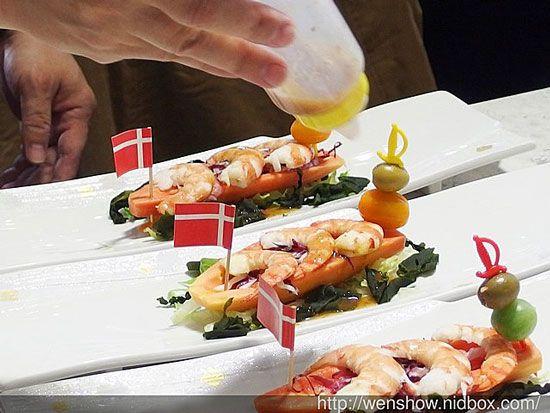 『新鮮便日本頂級海鮮試吃會』~來自日本北海道的好食材~《大成根島生態蝦,月世界黑羽放山雞,日本北海道帝王蟹,日本進口食材,海鮮宅配網》    特別的鮭壽,三種不同的罐頭當做奢侈的擺盤;帶有特級橄欖油的香氣,不需特別調味,只要鹽,胡椒即可......